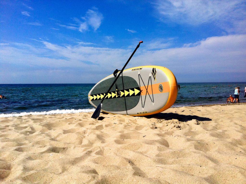 Standup Paddle Board am Strand von Rerik