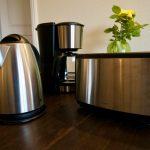 Neue Kaffeemaschine, Toaster und Wasserkocher